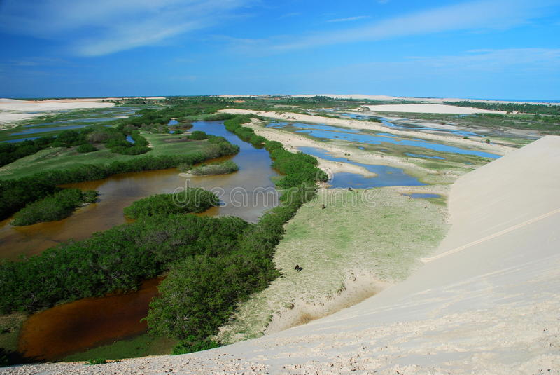 Zandduinen en lagunes Tatajuba Ceara, Brazilië royalty-vrije stock fotografie