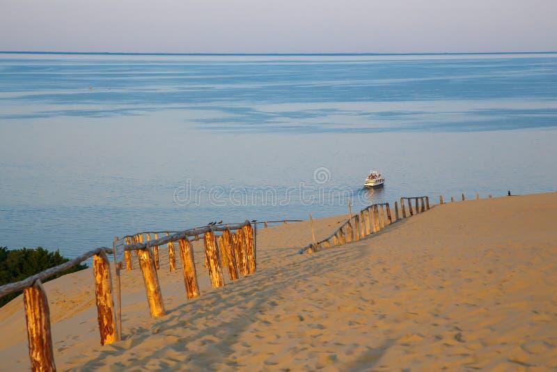 Zandduinen op het Curonian-Spit in Litouwen stock afbeelding