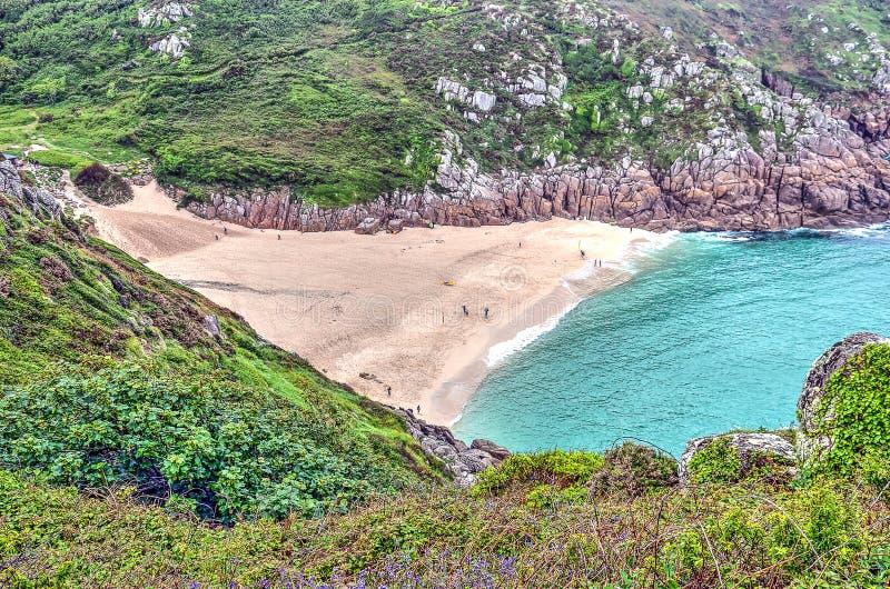 Zandig strand op de Cornwall kust stock foto