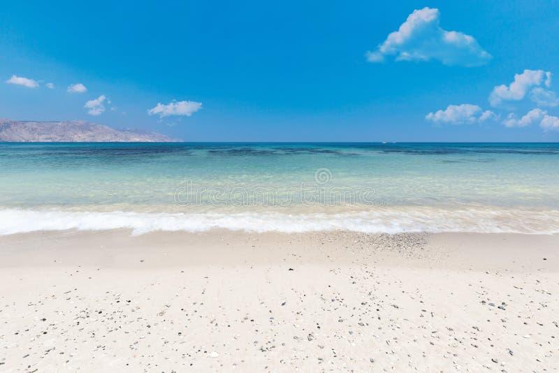 Zandig van de overzeese van het strandstrand van de overzeese van het het eiland tropisch landschap de zomerzon de reis blauw tur stock foto