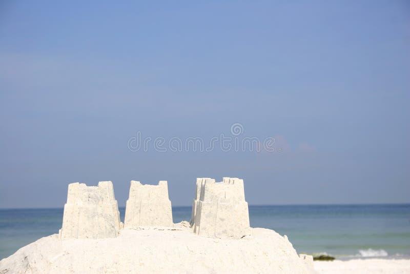 Download Zandkasteel stock afbeelding. Afbeelding bestaande uit blauw - 297883