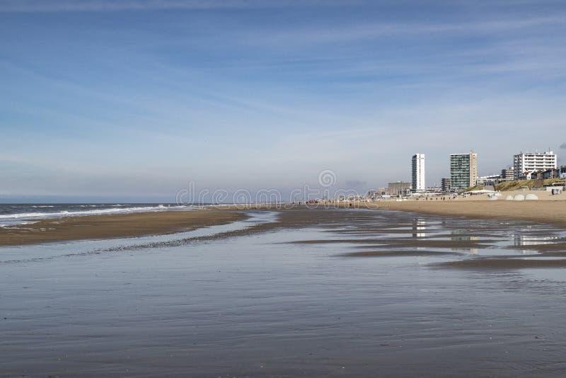 Zandvoort Zee/aan Países Bajos en un día de verano imagen de archivo libre de regalías