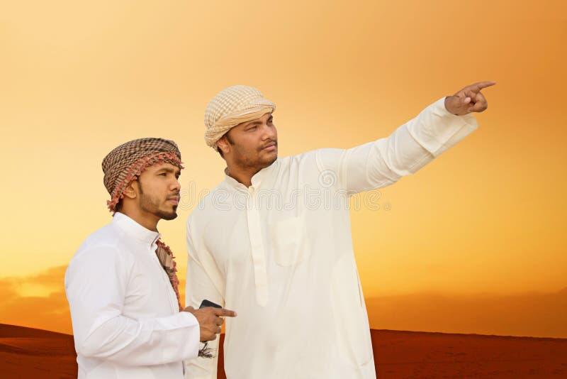 Zandwoestijn en mensen royalty-vrije stock afbeeldingen