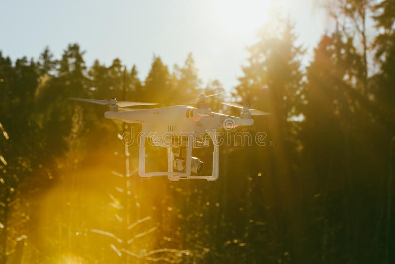 Zangão do voo com câmera foto de stock royalty free