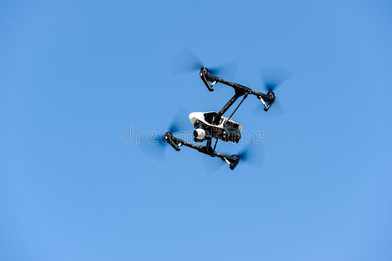 Zangão do voo com câmera fotografia de stock