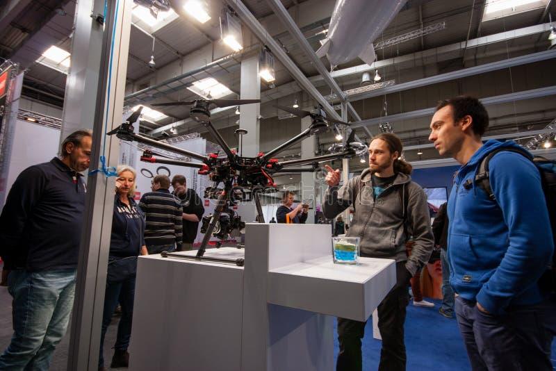 Zangão indicado na feira profissional da tecnologia da informação de CeBIT fotografia de stock