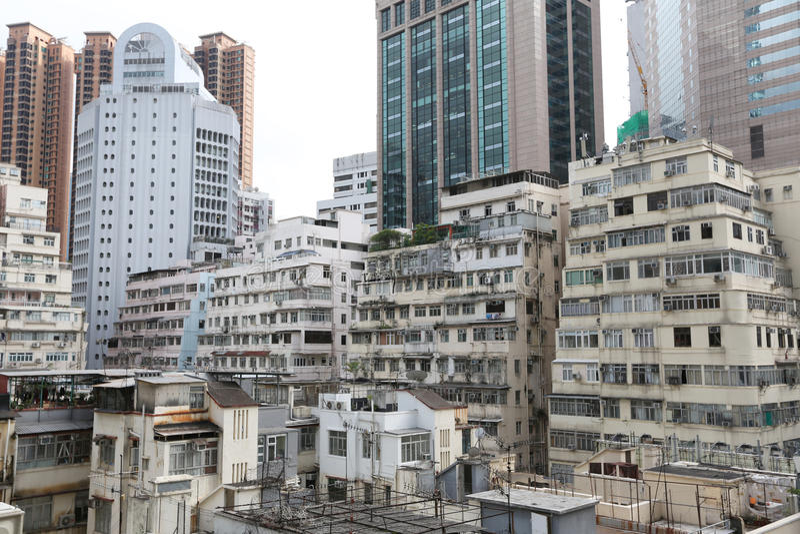 Zange lau, Wohngebäude am Tag in Hong Kong lizenzfreie stockfotografie