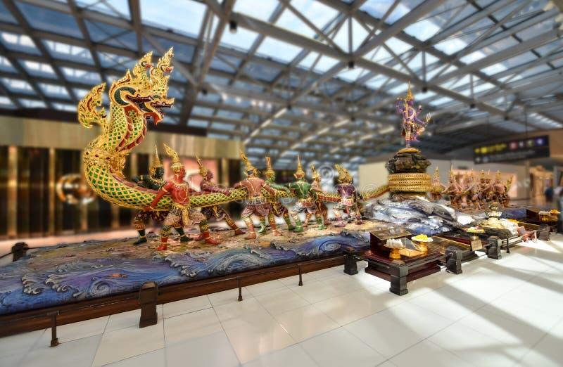 Zangolatura della scultura dell'oceano del latte all'aeroporto Bangkok di Suvanabhumi fotografie stock libere da diritti