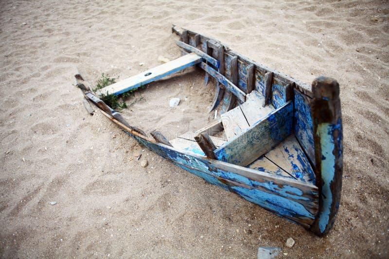 Zaniechana łódź zdjęcia royalty free