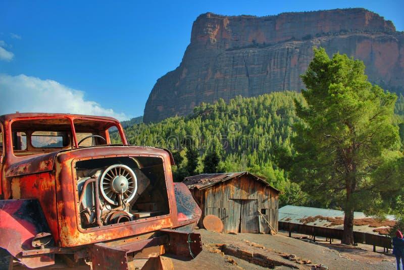 Zaniechana łamająca ośniedziała ciężarówka zdjęcie stock