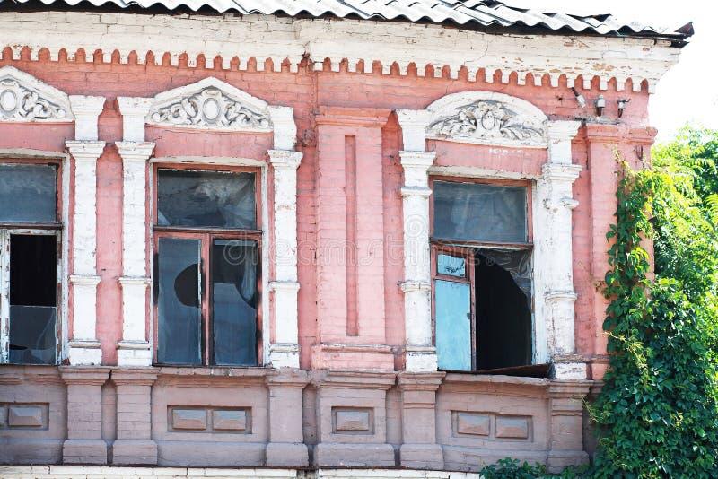 Download Zaniechana budynek fasada zdjęcie stock. Obraz złożonej z piękno - 33179950