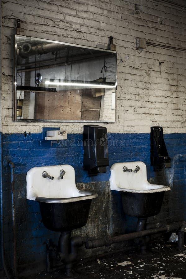 Zaniechana fabryka Cleveland, Ohio - prom nakrętka & śruby firma - fotografia stock