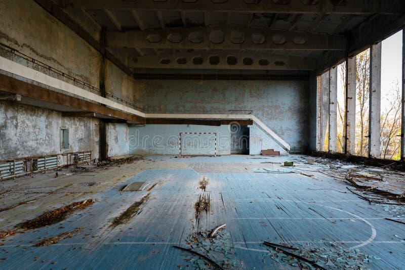 Zaniechana hala sportowa w Pripyat Chernobyl zdjęcia stock