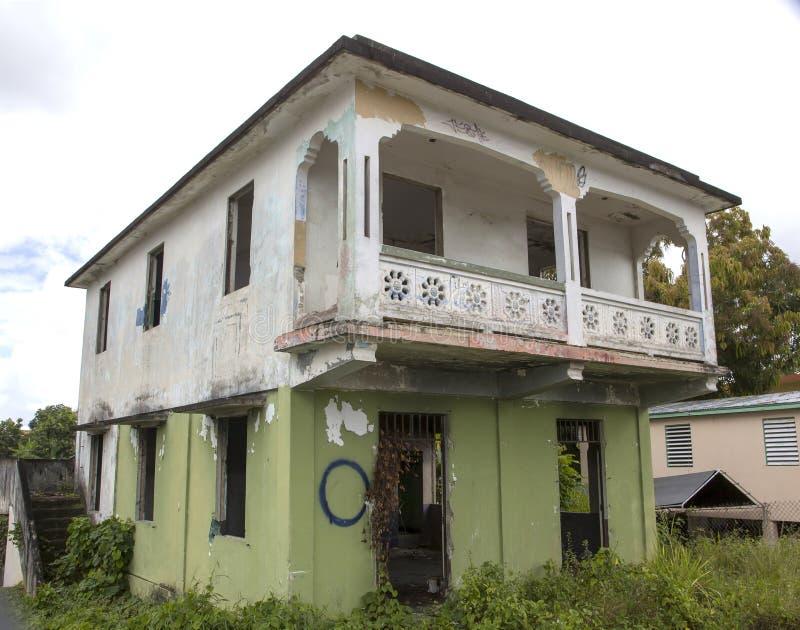 Zaniechana własność pokazuje znaki niedbałość w Cerro Gordo Bayamon Puerto Rico zdjęcie royalty free