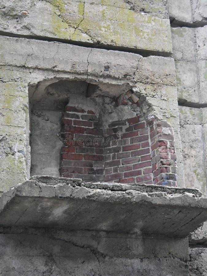 Zaniechanego kamienia kasztelu wewnętrzna graba w miasteczku Groton, Massachusetts, Middlesex okręg administracyjny, Stany Zjedno zdjęcia royalty free