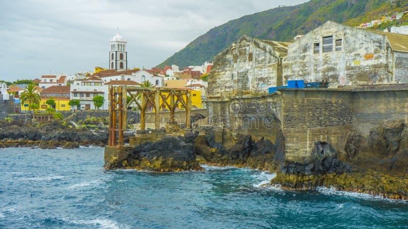 Zaniechanego oceanside stara fabryka zdjęcie royalty free