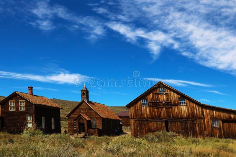 Zaniechani domy w pustyni po gorączki złotej, Bodie, miasto widmo, Kalifornia zdjęcia stock