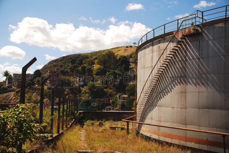 Zaniechani Nafciani zbiorniki w Vitoria, Brazil_06 obraz royalty free