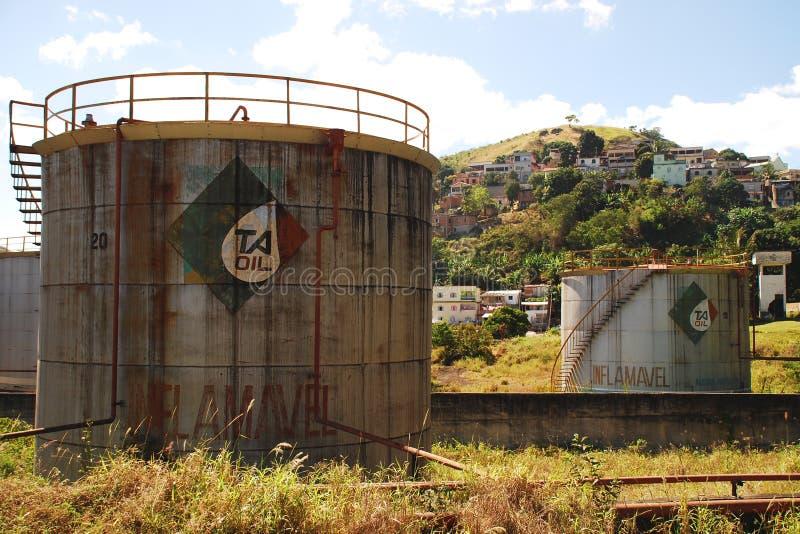 Zaniechani Nafciani zbiorniki w Vitoria, Brazil_04 zdjęcia stock