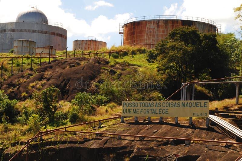 Zaniechani Nafciani zbiorniki w Vitoria, Brazil_01 zdjęcia royalty free
