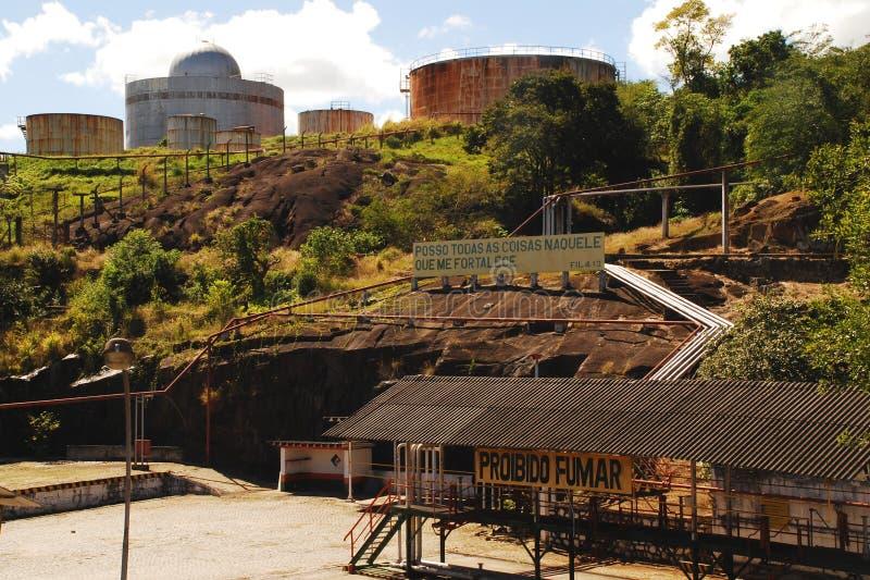 Zaniechani Nafciani zbiorniki w Vitoria, Brazil_02 obraz stock