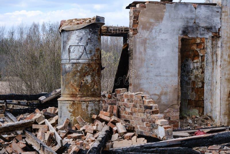 zaniechani palący puszka domu szczegóły zdjęcia stock
