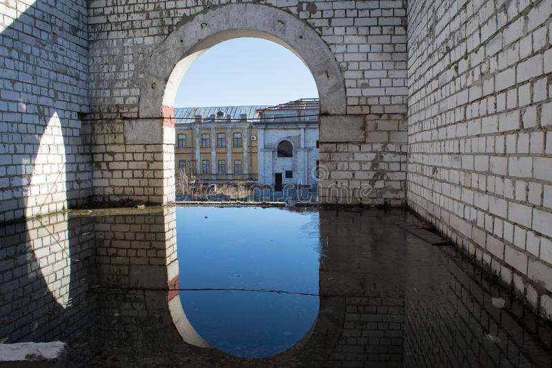 Zaniechany budowa teren zalewający z wodą zdjęcia royalty free
