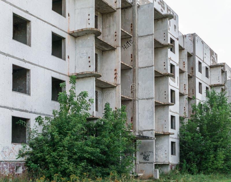 Zaniechany budynek mieszkaniowy, fasada, niedokończona zdjęcia royalty free