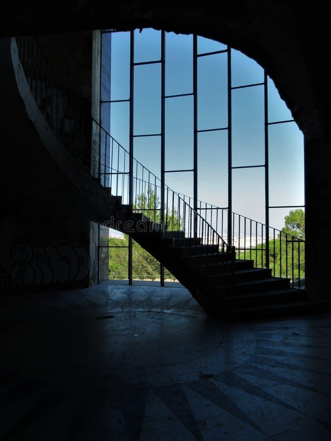 Zaniechany budynku schody w Lisbon obrazy royalty free