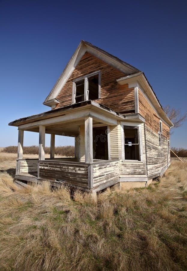 zaniechany dom wiejski stary Saskatchewan obrazy stock