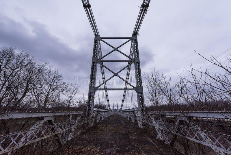 Zaniechany Drezdeński zawieszenie most - Drezdeński, Ohio zdjęcie stock
