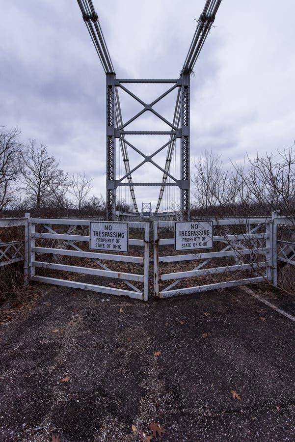 Zaniechany Drezdeński zawieszenie most - Drezdeński, Ohio obrazy stock