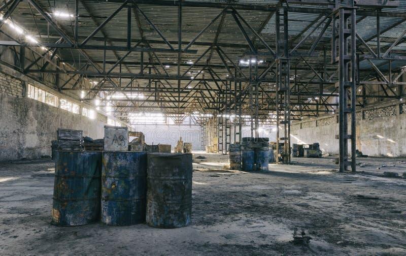 Zaniechany fabryczny hangar, dokąd gry trzymają w paintball fotografia royalty free