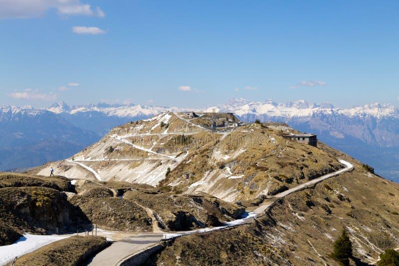 Zaniechany koszaruje na Grappa górze, Włochy zdjęcie stock