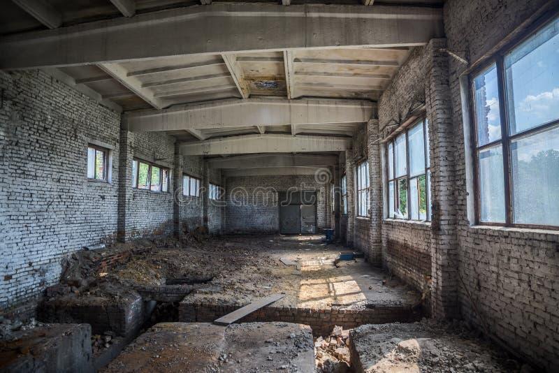 Zaniechany mały przemysłowy budynek Poprzedni kotłowy pokój obrazy royalty free