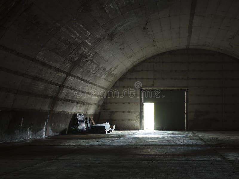 Zaniechany militarny hangar obraz royalty free