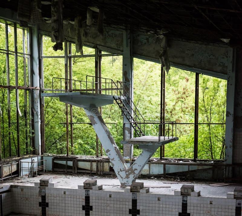 Zaniechany pływacki basen w Pripyat szkole zdjęcia royalty free
