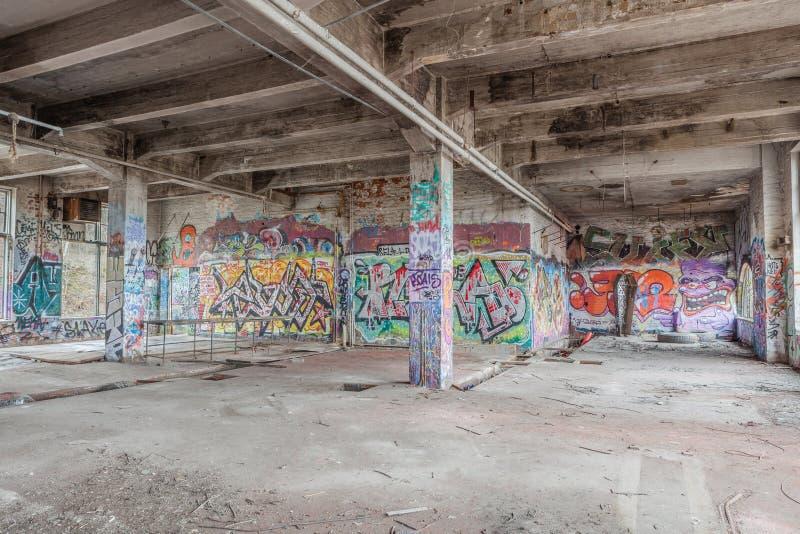 Zaniechany stary fabryczny budynek zdjęcia royalty free