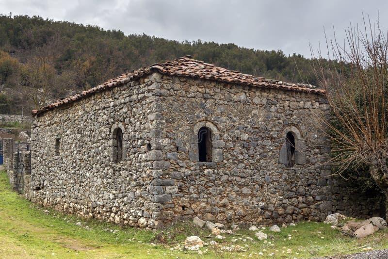 Zaniechany, stary, kamienia dom w górę zdjęcie royalty free