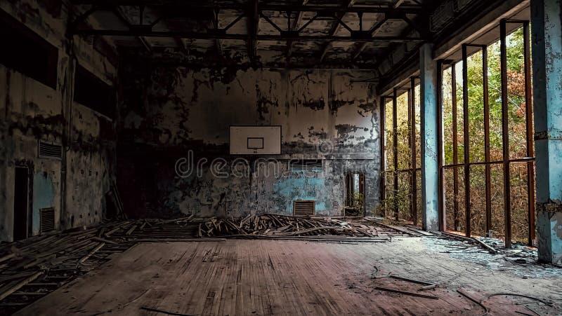 Zaniechany szkolny gym w Chernobyl Ukraina obrazy royalty free