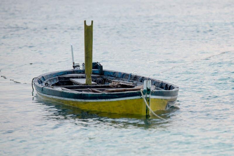 Zaniechany zanurzający woooden łódź fotografia stock