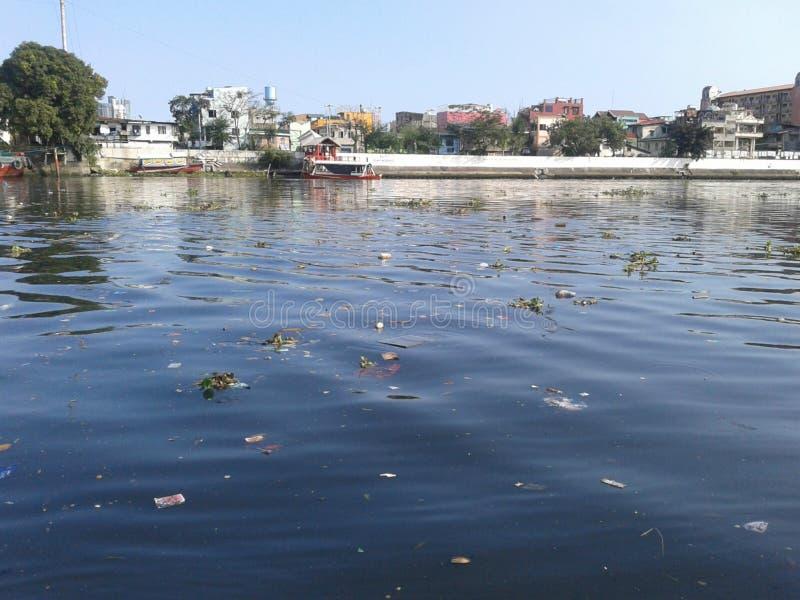 Zanieczyszczająca rzeka obrazy stock