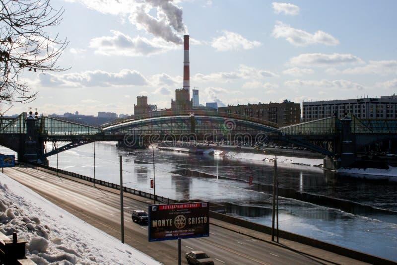 Zanieczyszczenie atmosfera w mieście pejza? miejski Moscow obrazy stock