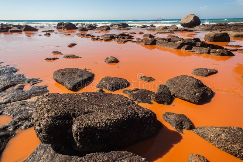Zanieczyszczenie oceanu Przemysłowy Wodny błękit zdjęcie stock