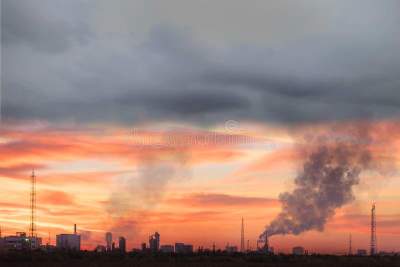 Zanieczyszczenie powietrza zagraża środowiskową katastrofę obrazy royalty free