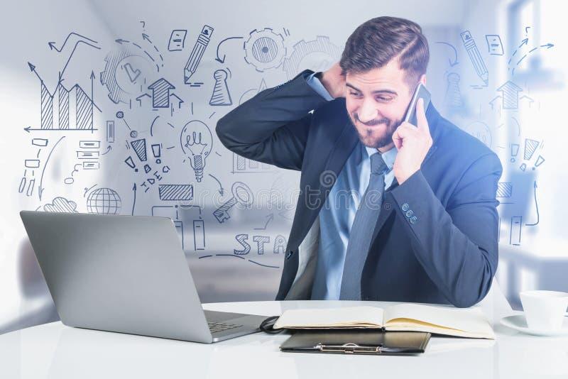 Zaniepokojony mężczyzna w biurze, strategia biznesowa nie udać się royalty ilustracja