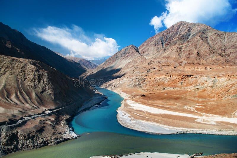 Zanskar en rivieren Indus stock afbeeldingen