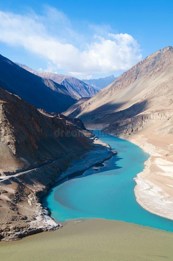 Zanskar och Indus floder royaltyfria bilder