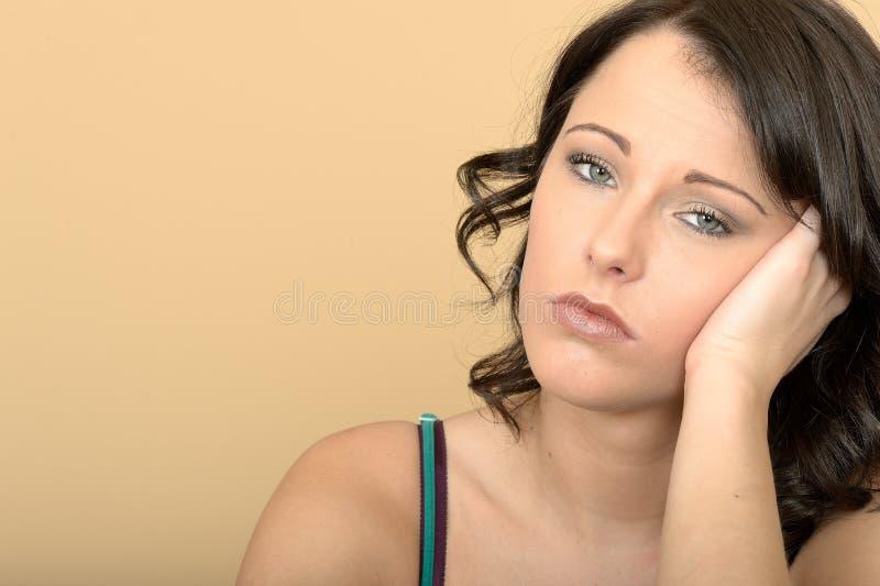 Zanudzający Nieszczęśliwy Zaakcentowany Unmotivated młoda kobieta portret zdjęcie stock