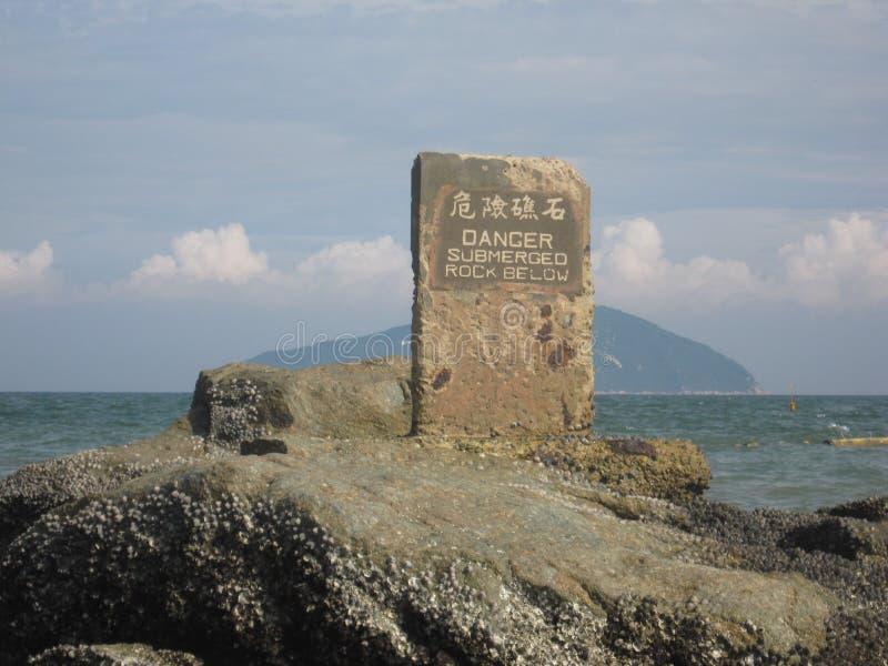 Zanurzający skała, rafa z ostrzeżeniem w Hong Kong/ obraz royalty free